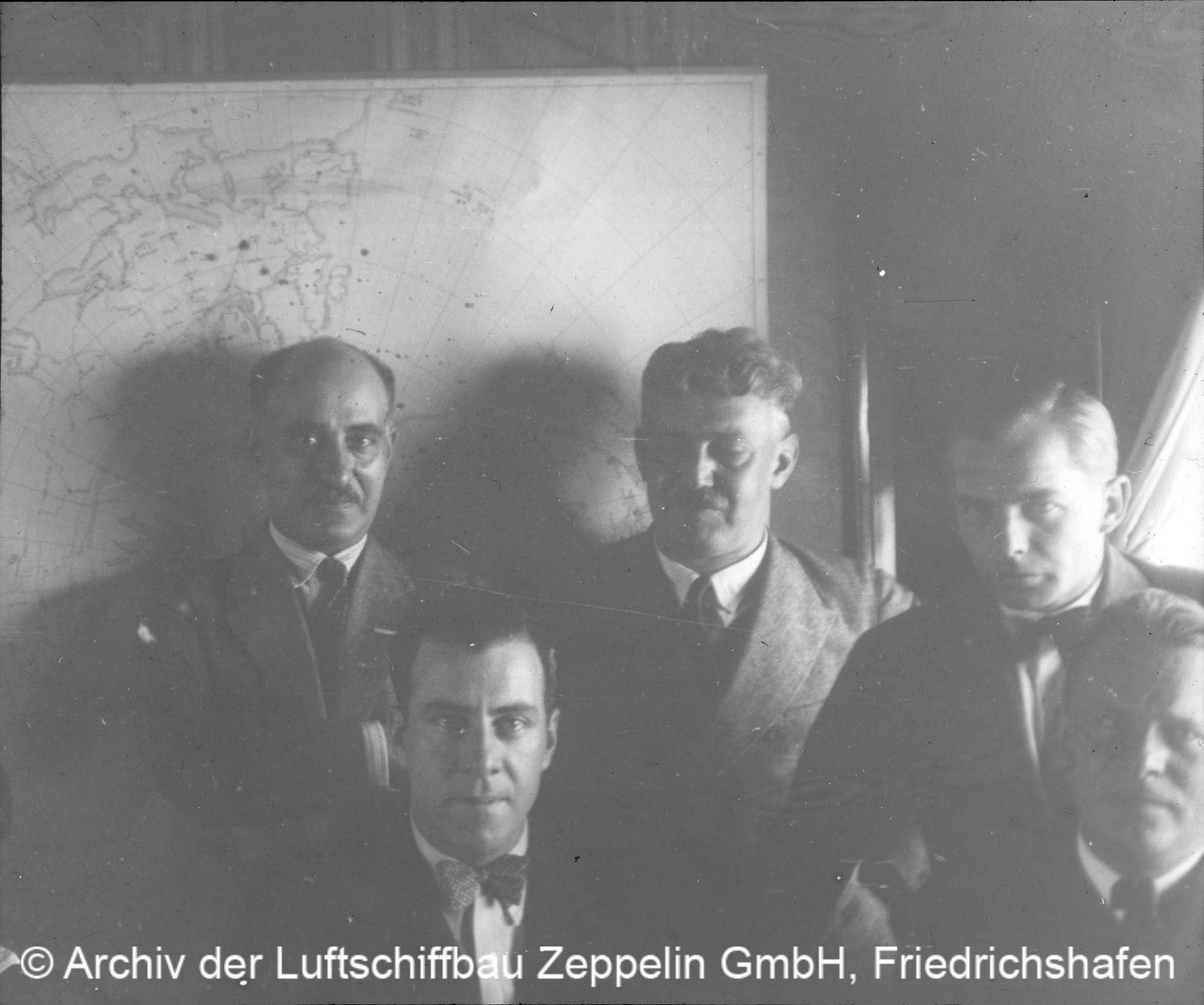 Gruppenbild im Salon © Archiv der Luftschiffbau Zeppelin GmbH