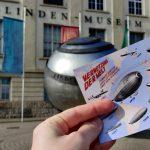 Vor dem Linden Museum Stuttgart