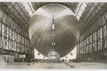 LZ127 Graf_Zeppelin in der Halle