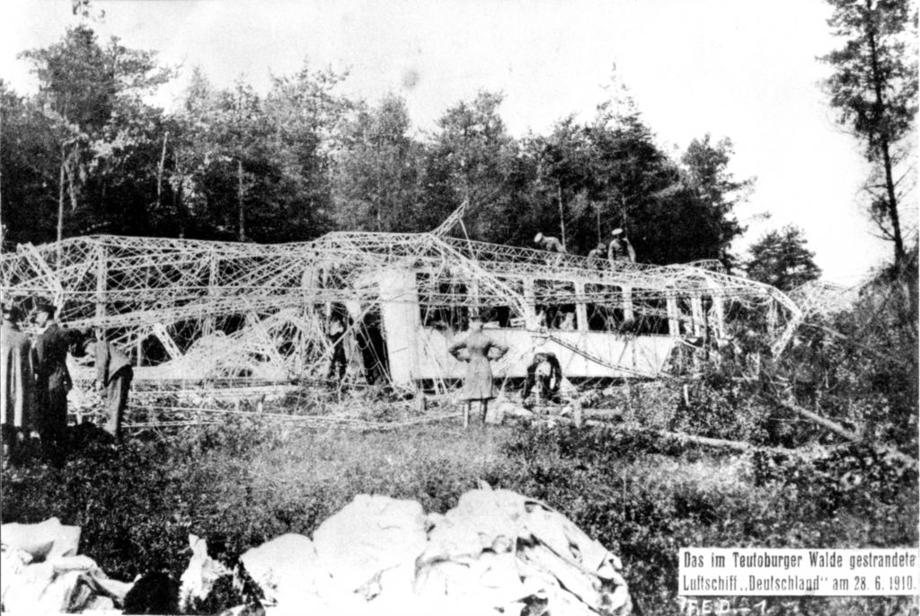 Wrack von LZ 7 DEUTSCHLAND im Teutoburger Wald, 28.6.1910, Archiv der Luftschiffbau Zeppelin GmbH
